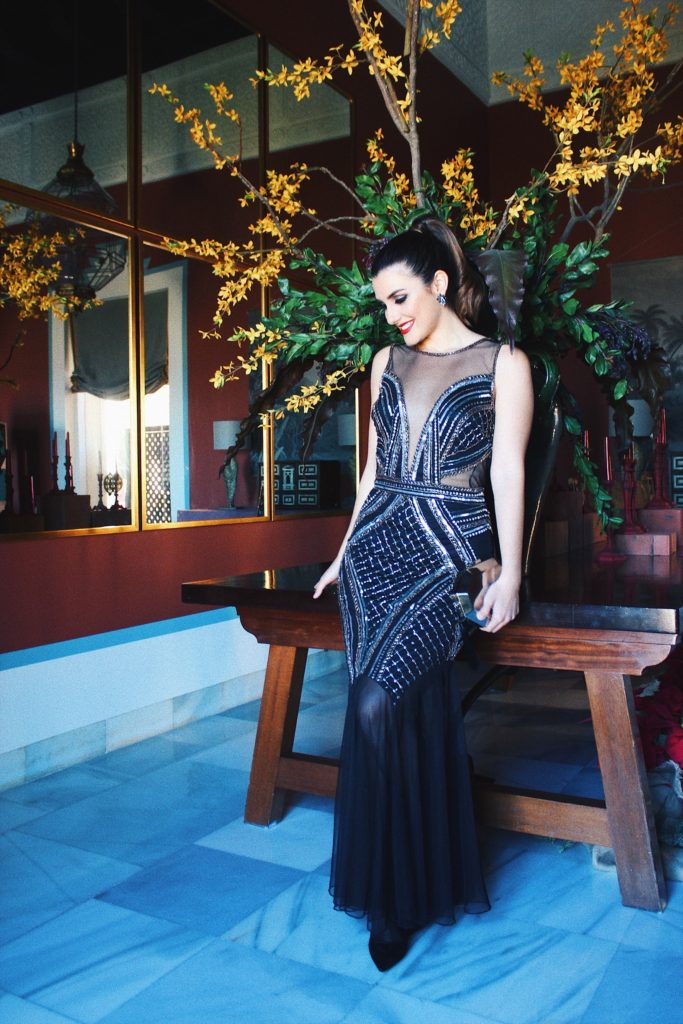 Vestido largo negro de pedrería