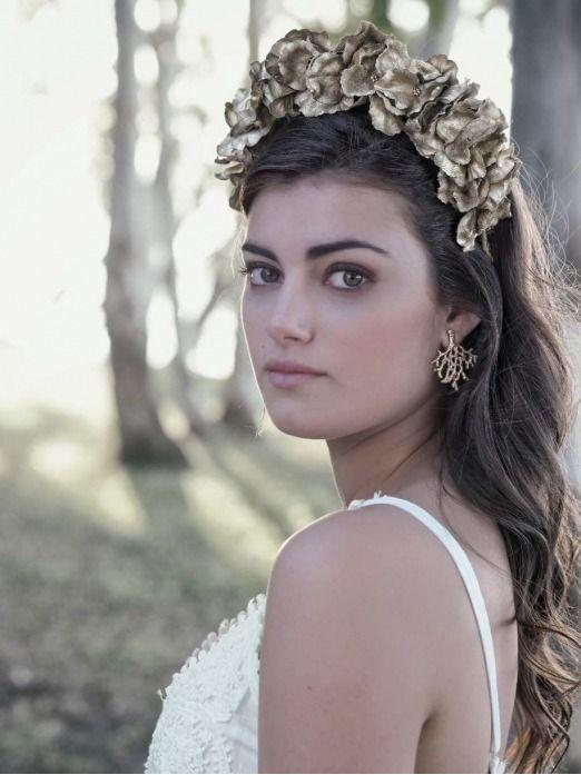 Diadema  dorada Tarfía, diadema oro, tiara dorada, diadema de fiesta, tiara de flores