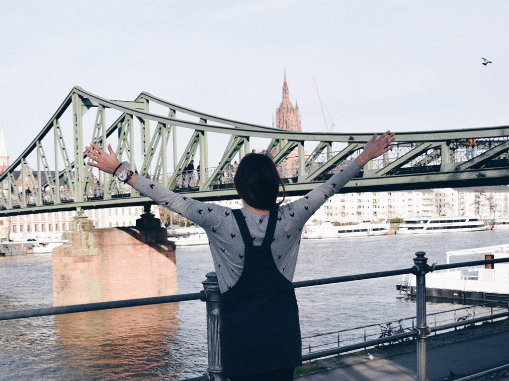 vestido-peto-mariquita-trasquila-frankfurt