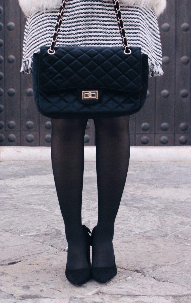 Bolso negro de terciopelo-zapatos de tacón negros